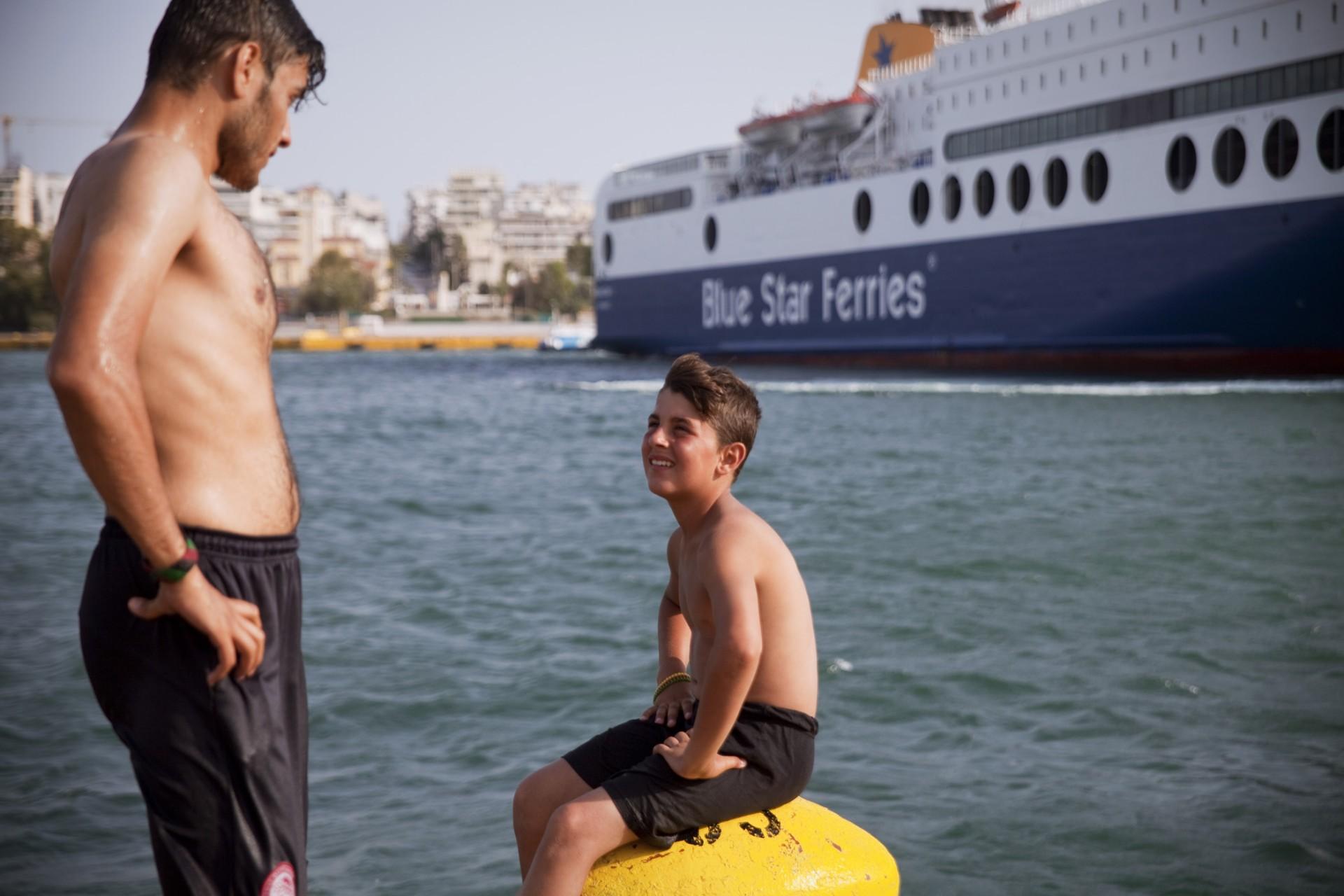 Les migrants préfèrent rester au camp du Pirée plutôt que d'aller dans les camps officiels, car la ville d'Athènes est seulement à quelques kilomètres.