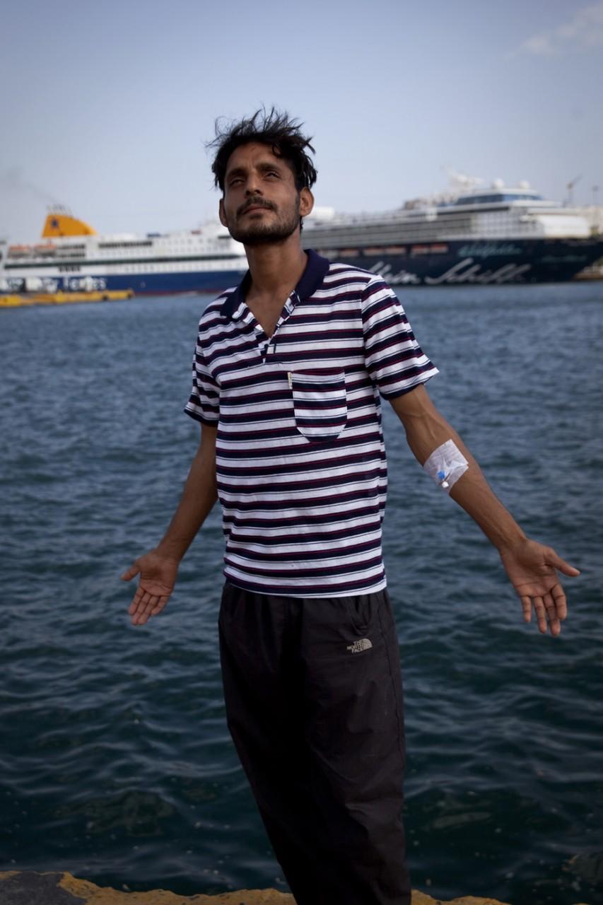 Dilawar est Pakistanais. Il a été arrêté par la police grecque à la fin du mois de juin car ses papiers étaient expirés. Après plus de 3 mois en centre de détention, il a été libéré en octobre et a obtenu un titre de séjour temporaire.