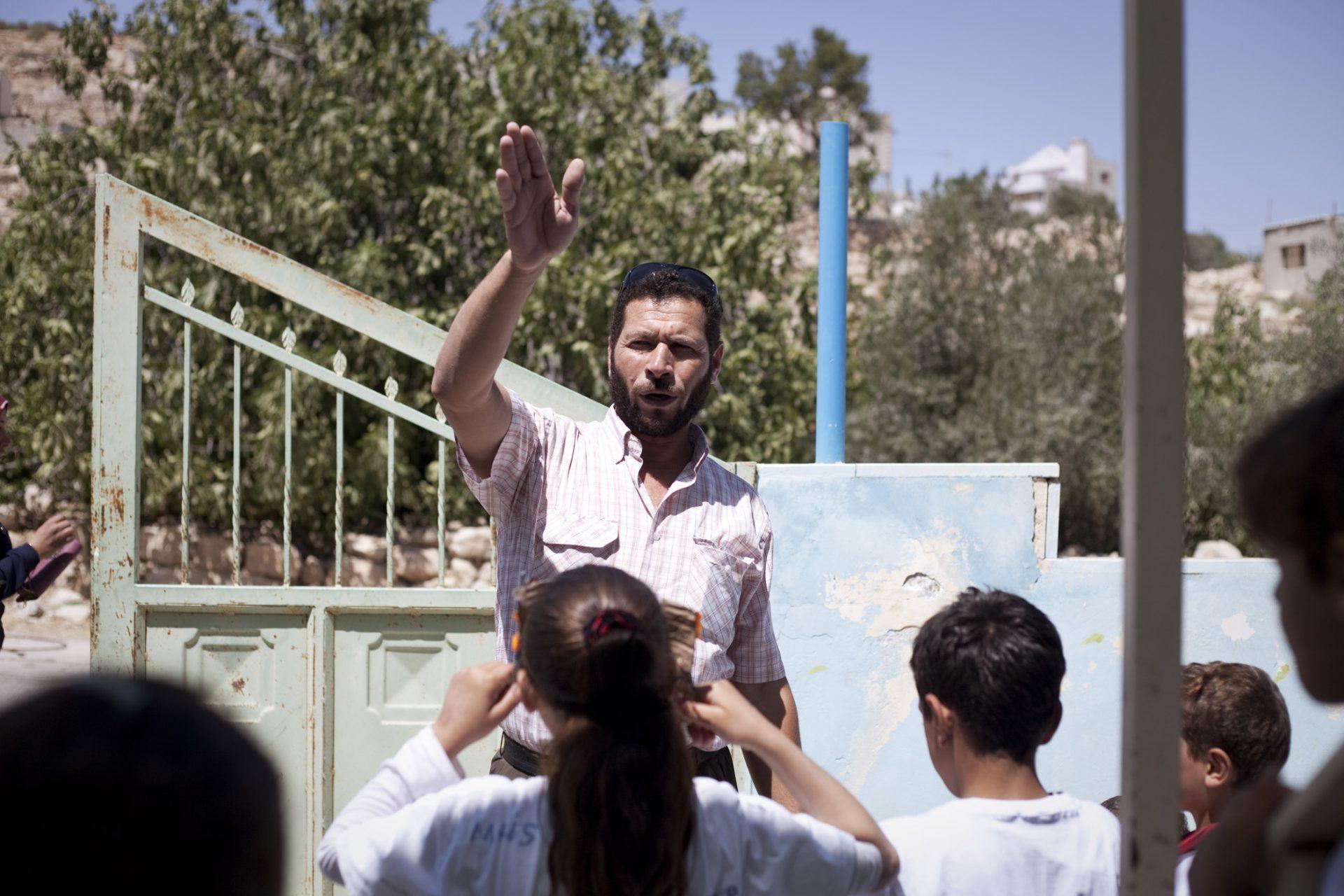 Suleiman est un des leaders du village, notamment dans la mise en oeuvre des actions de résistance pacifique.