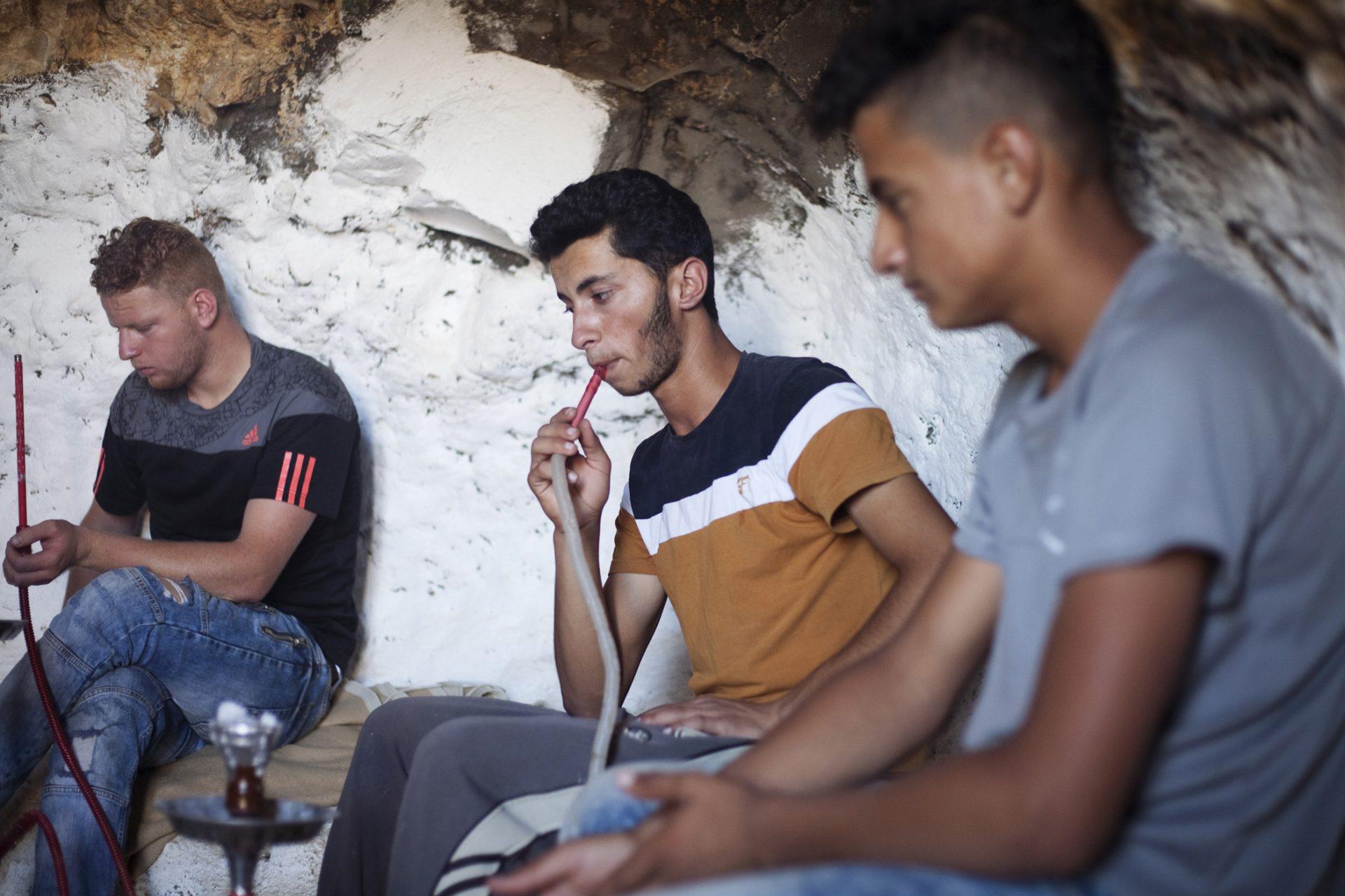 Pour l'instant ce sont les jeunes du village qui poursuivent l'occupation et la rénovation du lieu. Ils se relaient la nuit pour y dormir, de peur que les colons ne viennent s'y installer.